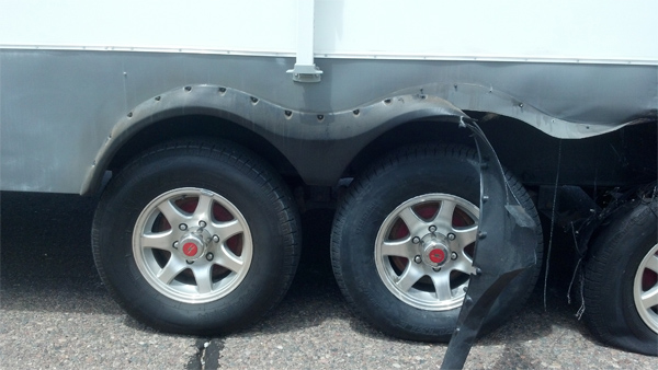5th wheel damage caused by tire failure